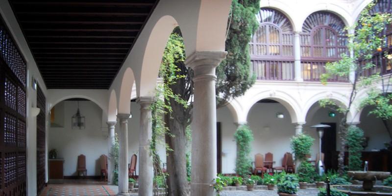 古城や宮殿や修道院に泊まことができるスペイン国営の宿 パラドール – parador