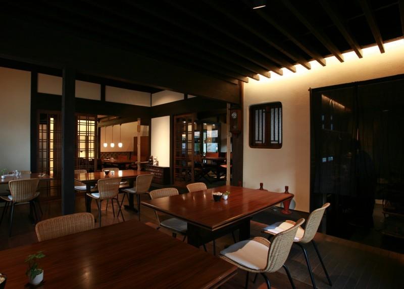 高松市の仏生山(ぶっしょうざん)にある85年前の建物を生かした「カフェ・アジール」さんが一緒に働いてくれるスタッフを募集しています。落ち着く空間の素敵なカフェです。