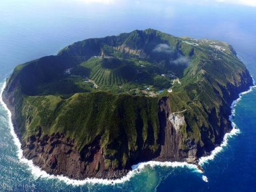 青ヶ島 Aogashima island