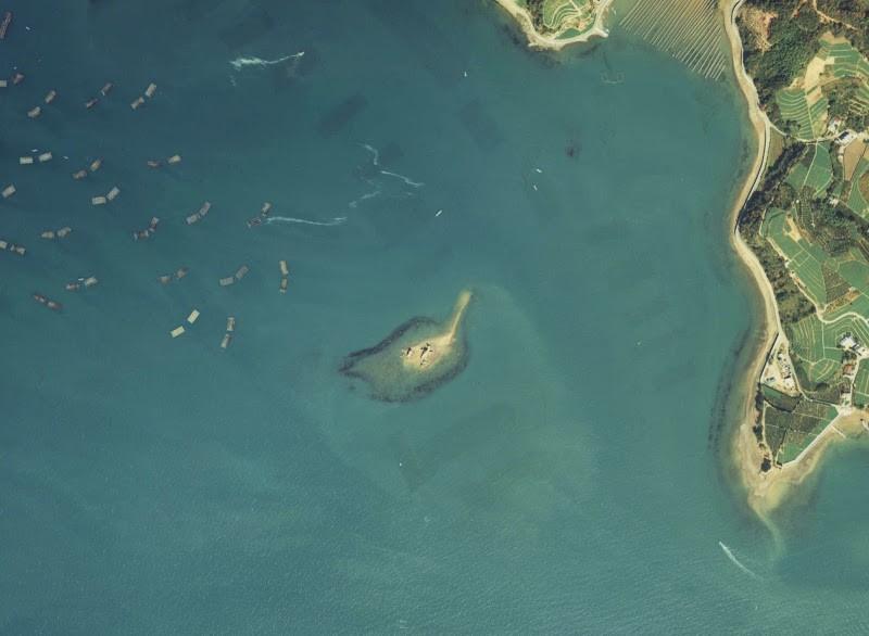 虫に食べられあと100年で消滅してしまう島、ホボロ島