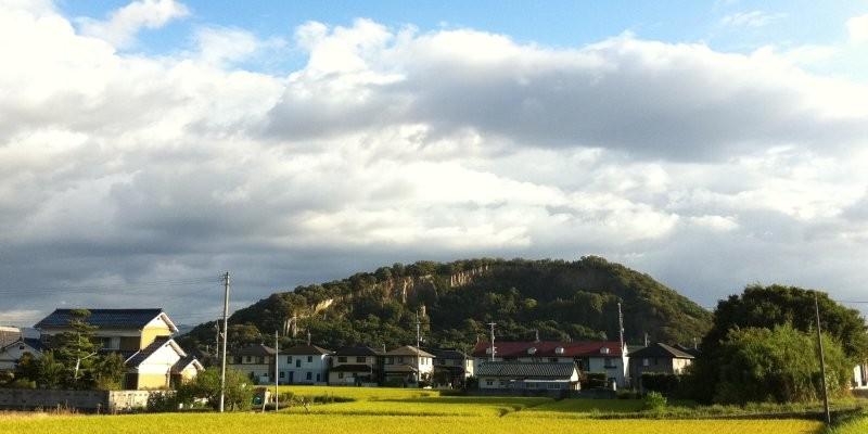 皇居東庭の敷石に採用された皇室御用達の「由良石(ゆらいし)」を見に由良山へ