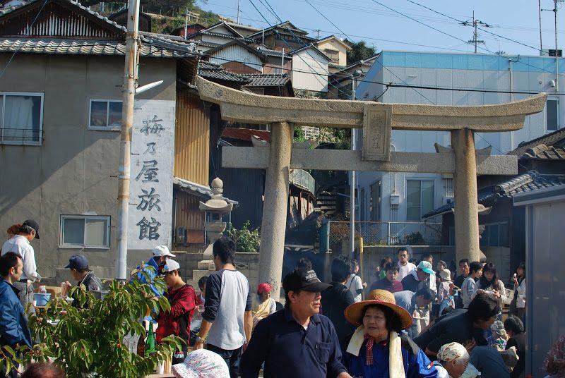 【2月25日(日)】天気のいい日は男木島へ。1100万本のスイセンと海鮮魚市場