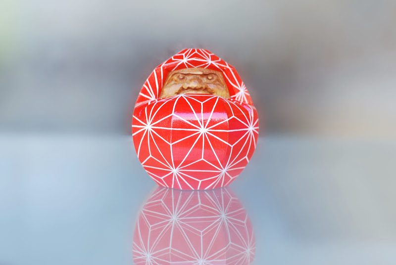 25歳の娘さんが発案。香川県伝統工芸品の讃岐一刀彫のだるまをカラフルにしたら注文殺到。山中象堂「POPダルマ」Pop Daruma