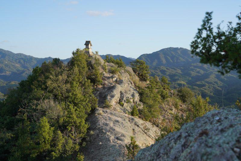 """天空の神社と鎖場『嶽山(だけやま)』 – """"Mt. Dakeyama"""", Miki town, Kagawa pref."""