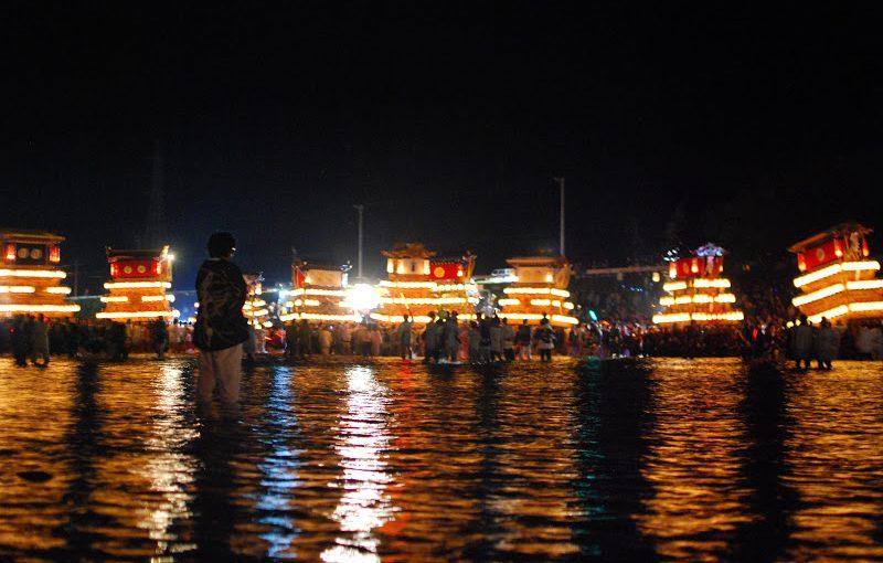 屋台が川を渡る幻想的な祭 「西条祭り 伊曽乃神社の宮入り」 Isono Shrine Saijo Festival