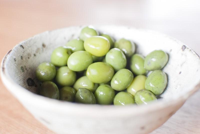 """瀬戸内色の宝石。小豆島、オリーブの新漬け The Olive's """"Shinzuke"""" pickled olive"""