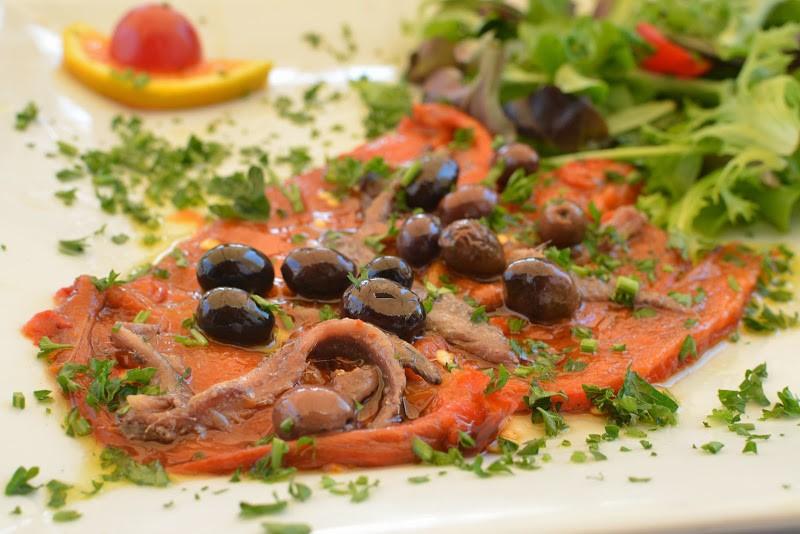 赤ピーマンのオリーブオイル漬け「Poivron à huile(ポワブロン•ア•ユイル)」