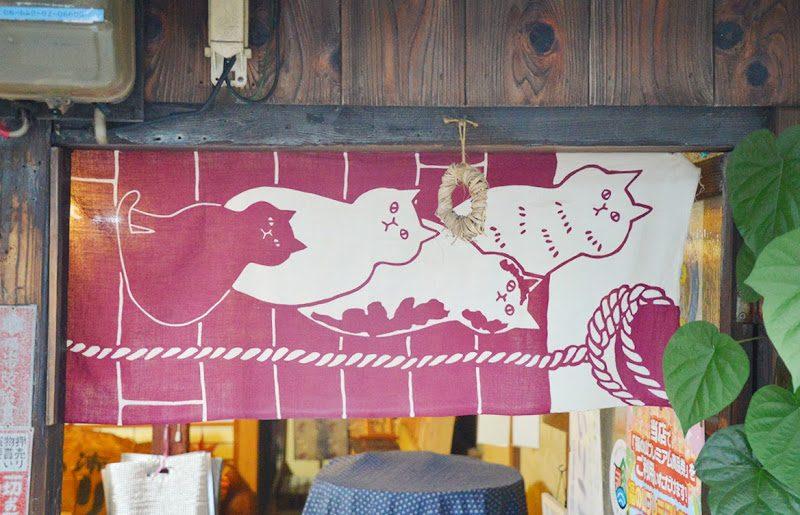 鞆の浦の玄関先でみられる風習「茅草(ちがや)」