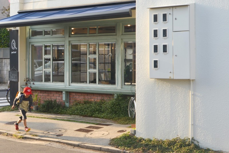 通りすがりの小学生がカープ帽。さすが広島