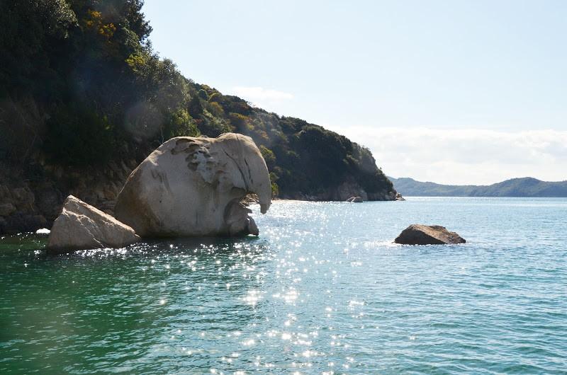 六口島の国指定天然記念物「象岩」 Elephant rock at Muguchi-jima island