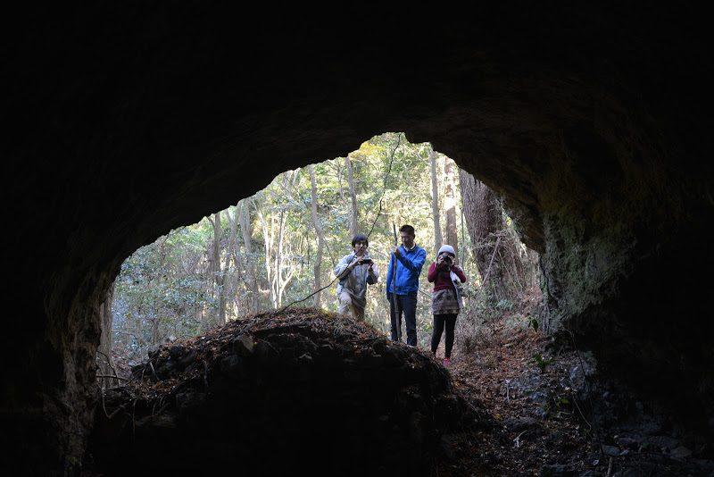 """小豆島、縄文時代の暮らし「ほら貝岩洞穴遺跡」 """"Conch rock cave ruins"""" at Shodoshima island"""