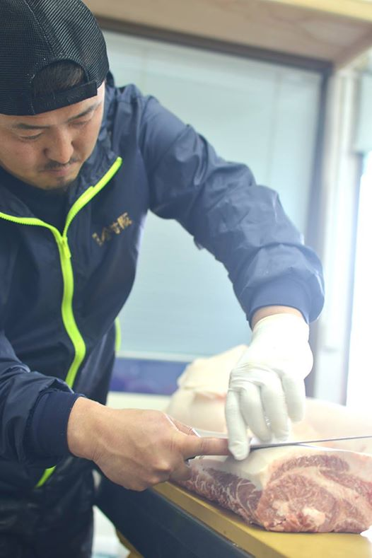 阿波の金時豚の包丁さばき。納田牧場・アグリガーデン