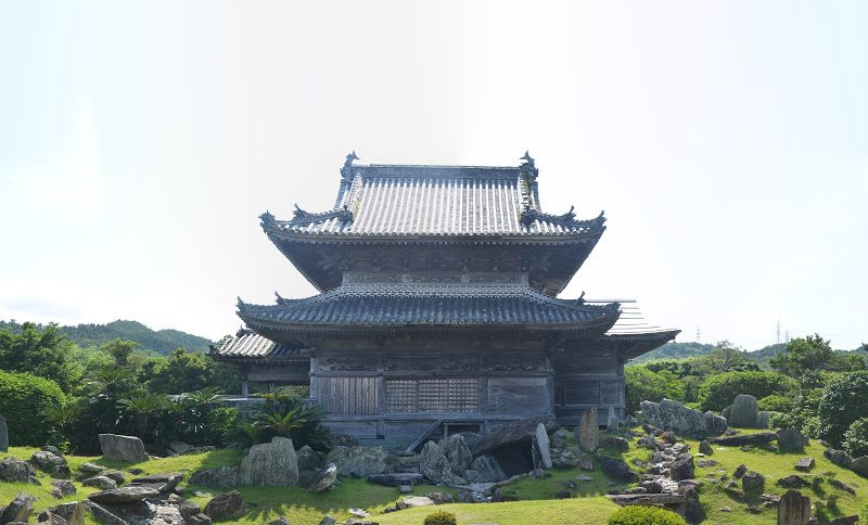 作庭家・重森三玲も認めた息呑む石庭、国の名勝「阿波国分寺庭園」