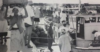島の港についたら船の積み荷をみてほしい