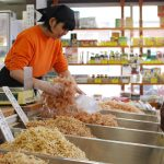 高松の南新町商店街に漂ういい香り。乾物屋「丸一倉庫」