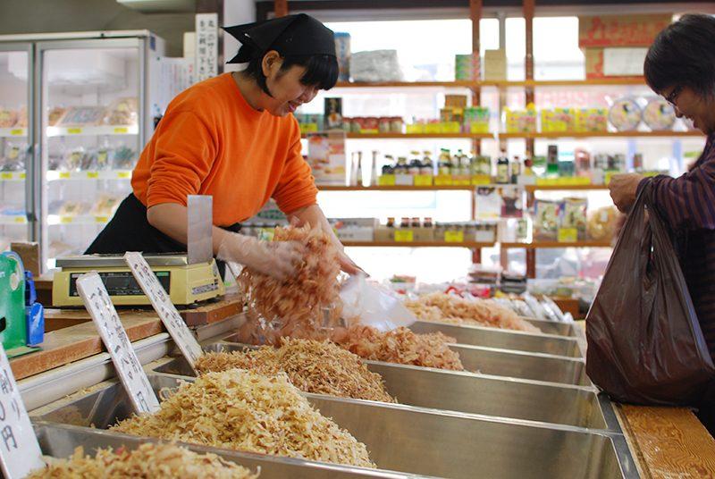 """高松の南新町商店街に漂ういい香り。乾物屋「丸一倉庫」 – Good smell grocer of Takamatsu """"Maruichi Warehouse"""""""