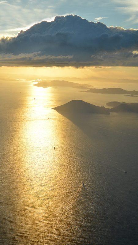 小豆島上空。航路が見える