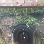 トンネルを抜けるとそこは村でした。