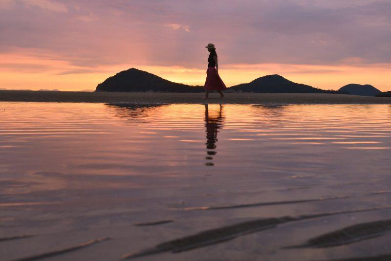 【日本のウユニ湖】仁尾の父母ヶ浜(ちちぶがはま)が美しい – Beautiful sunset of Chichibugahama beach