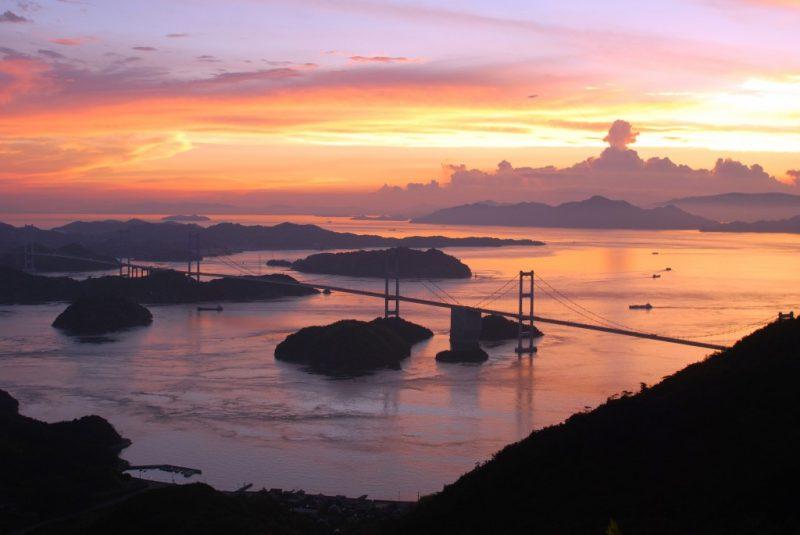 瀬戸の絶景。しまなみ海道を眺める隈研吾さん設計の「亀老山展望台」 – Kirosan observatory park