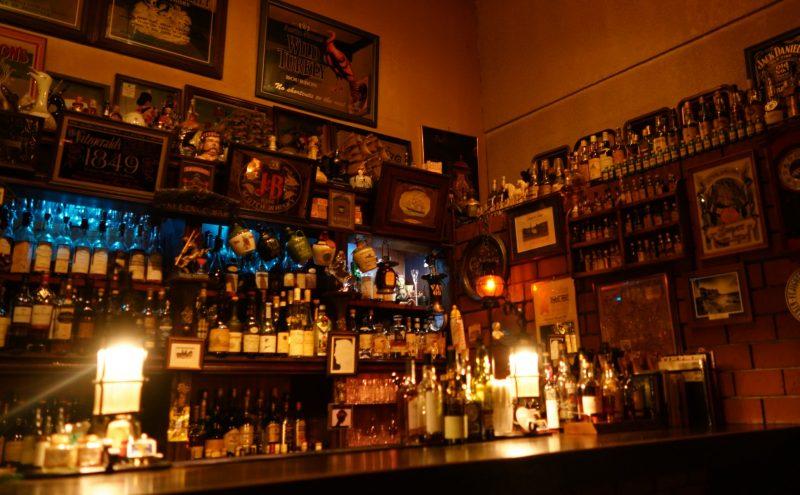 静かな港にはバーが似合う「舶来洋酒店 Silence Bar(サイレンスバー)」