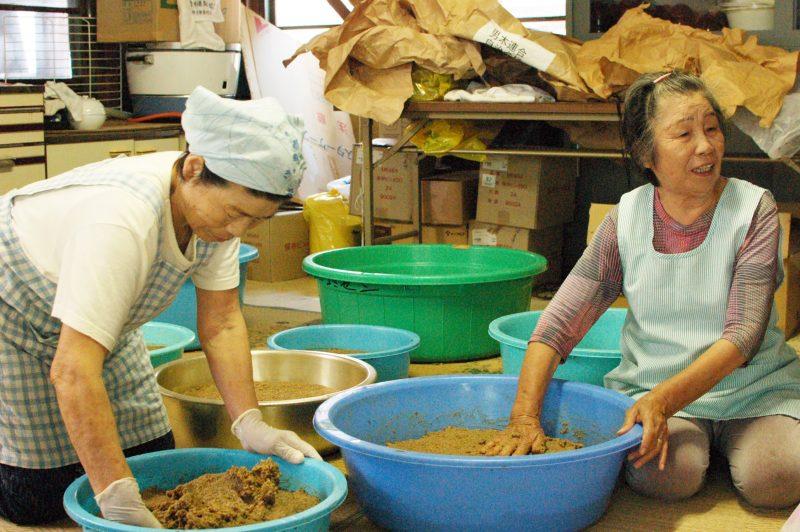 島のお母さんの味、男木島の味噌づくり – Homemade Miso of Ogijima Island