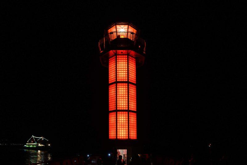 【初の夜間公開!】世界初のガラス灯台、日本三大夜灯台の1つ。高松の赤灯台「せとしるべ」 – The World's First Red Glass Lighthouse