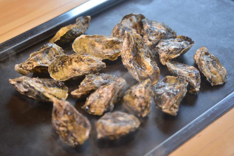 """瀬戸内の冬のごちそう。カキ食べ放題「かきの山」 – Only Winter, Grilled Oysters """"Kaki-no-yama"""""""