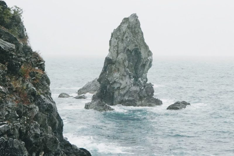 国生み神話の舞台、沼島の上立神岩に行く – Kamitategami rock at Nushima island