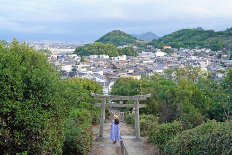 かつての瀬戸内の小島、天狗の休憩処「芝山神社」 – Shibayama shrine