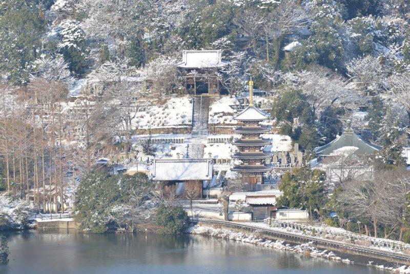 雪の日に山の上から讃岐平野を見渡す – Takamatsu city covered in snow
