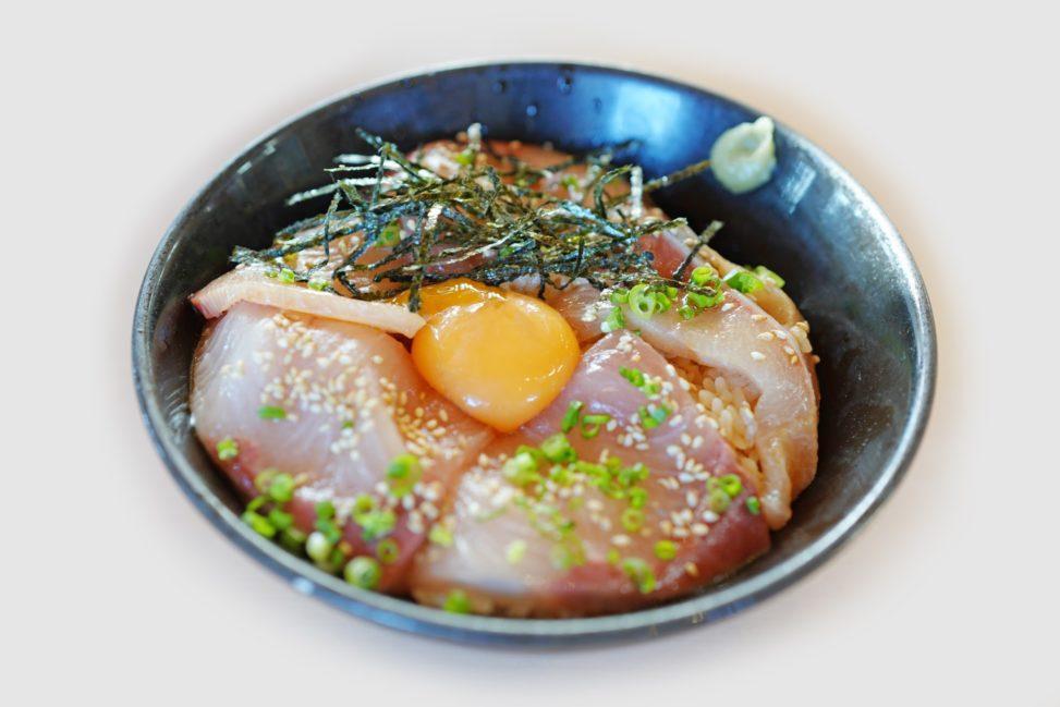 オリーブハマチ丼 – Rice bowl topped with Olive Hamachi (yellow-tail)