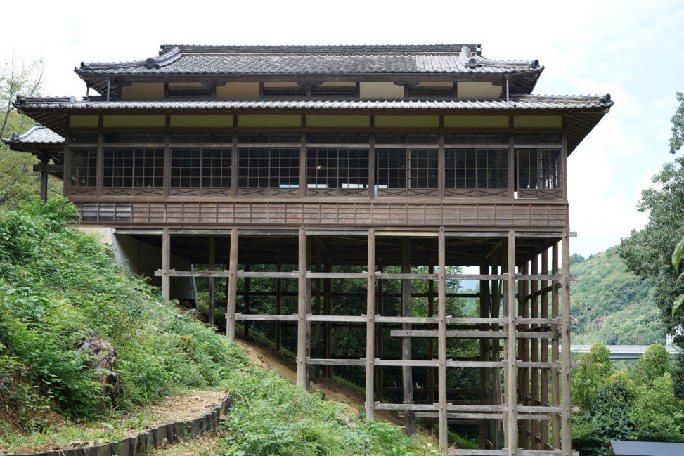 斜面に建つ懸け造りの『参籠殿』少彦名神社 – Sanrouden, Sukunahikona shrine