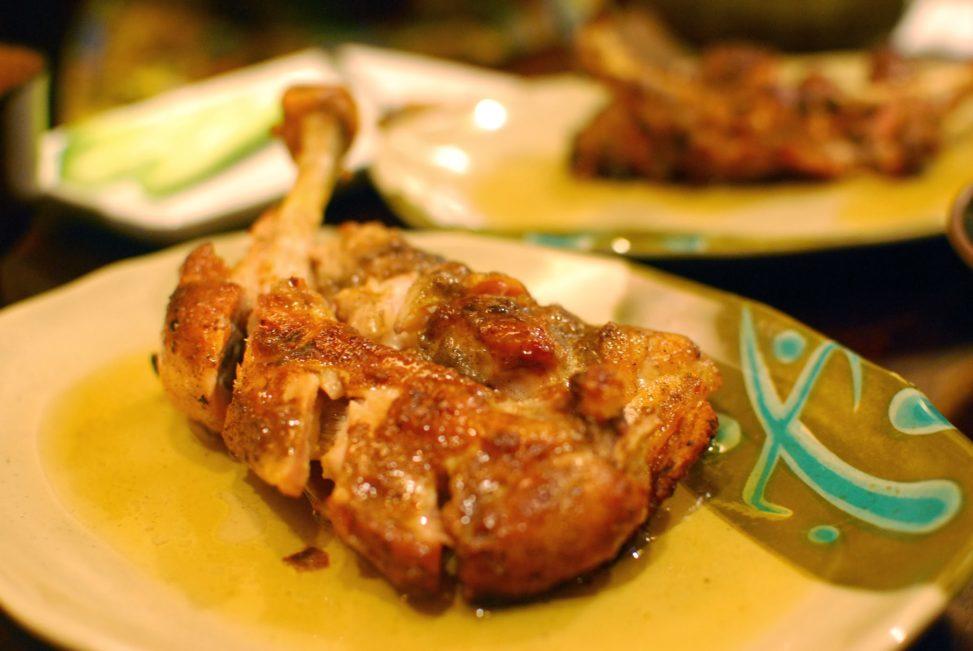 """【香川】区内町御用達の骨付鳥専門店『寄鳥味鳥』 – [Kagawa] Chicken-on-the-bone """"Yoridorimidori"""""""