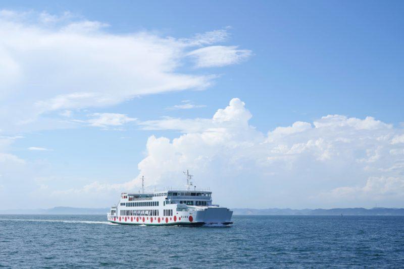 【宇高航路は終わらない】直島経由で高松港〜宇野港を船旅してみた!夜の直島 – Night Naoshima tour with Uno line ferry