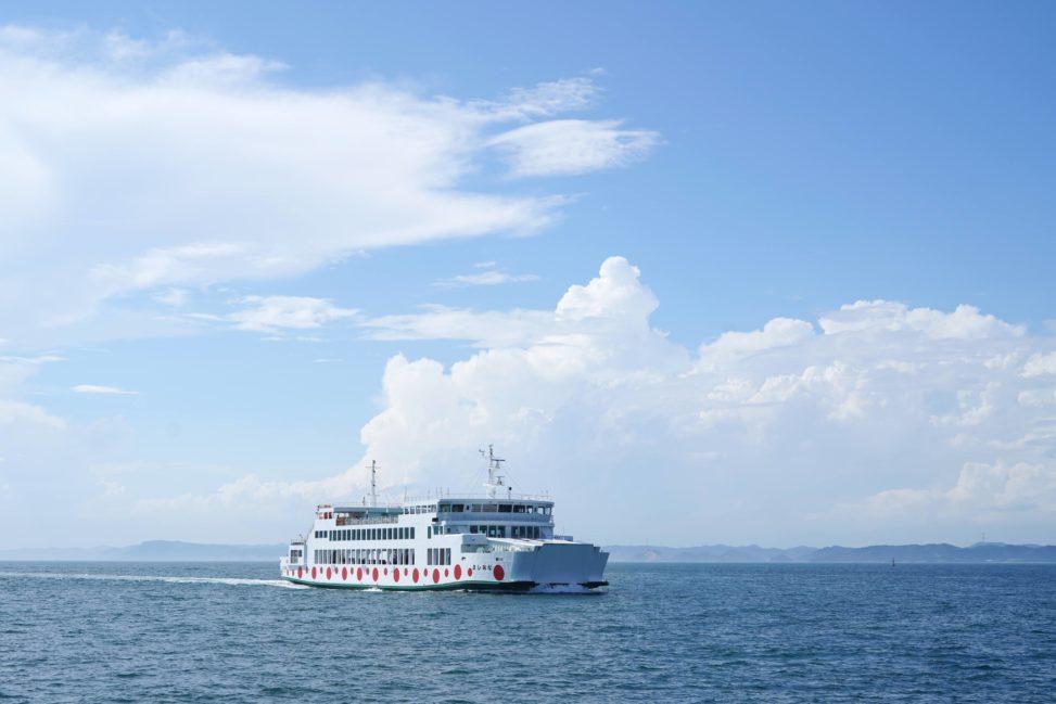 【宇高航路】直島経由で高松港〜宇野港を船旅してみた!夜の直島 - Night Naoshima tour with Ukō line ferry